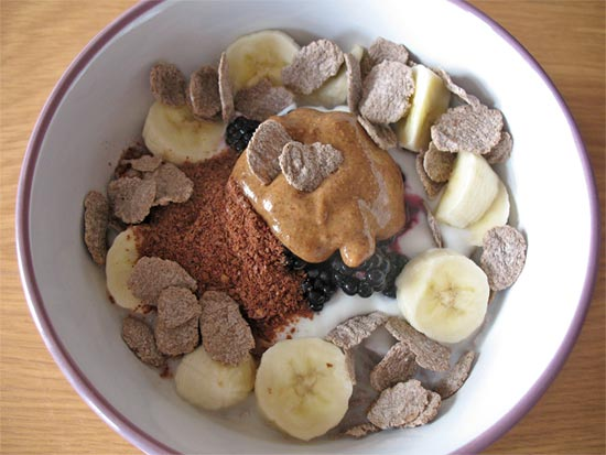 Nutty buckwheat flakes with fruit, yoghurt and flaxseeds