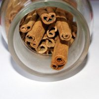 Cinnamon health benefits and some of its uses