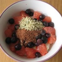 Blueberry and grapefruit porridge with flaxseed and hemp seed mix