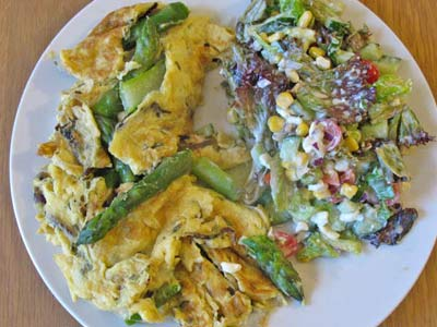 Asparagus omelette with side salad