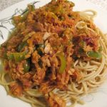 Wholewheat spaghetti with tuna and peppers