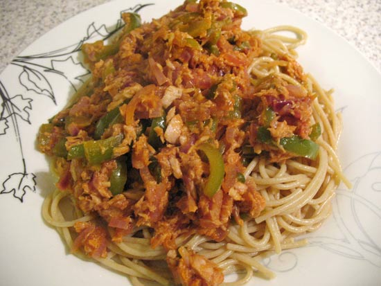 Wholewheat pasta with tuna and green peppers