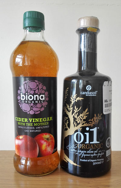 Organic apple cider vinegar and organic olive oil