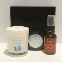Roze Mountain Giveaway: Win a face serum, face scrub and a soy scented candle